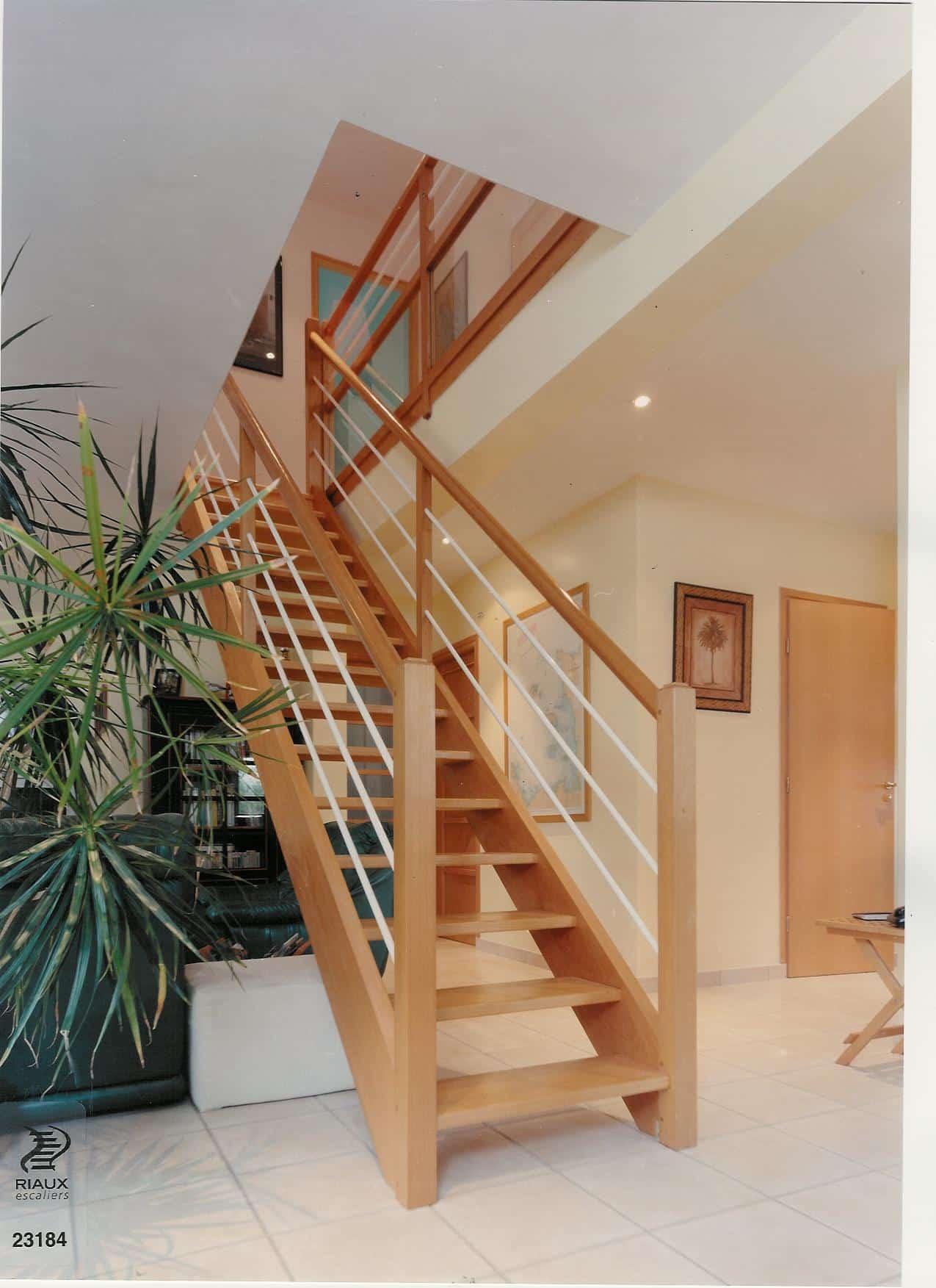 Escalier droit, riaux à Montreuil-Juigné