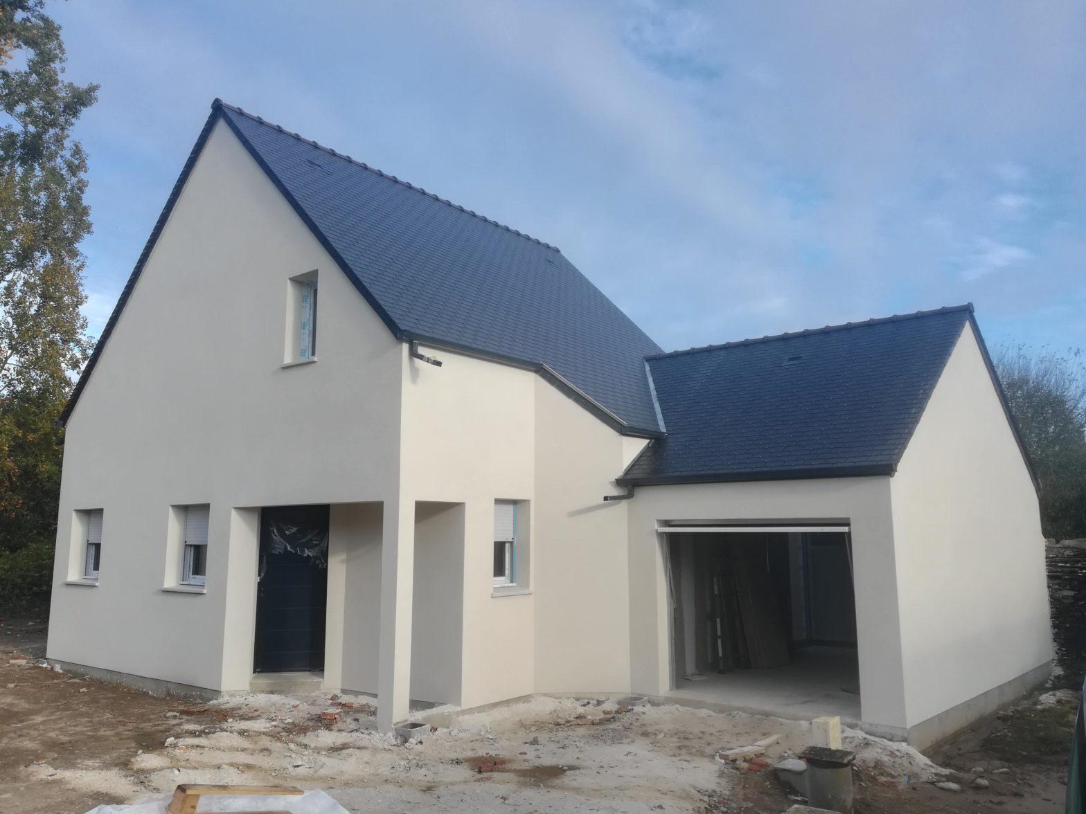 maison-etage-comble-toiture-ardoise-saint-jean-de-linieres