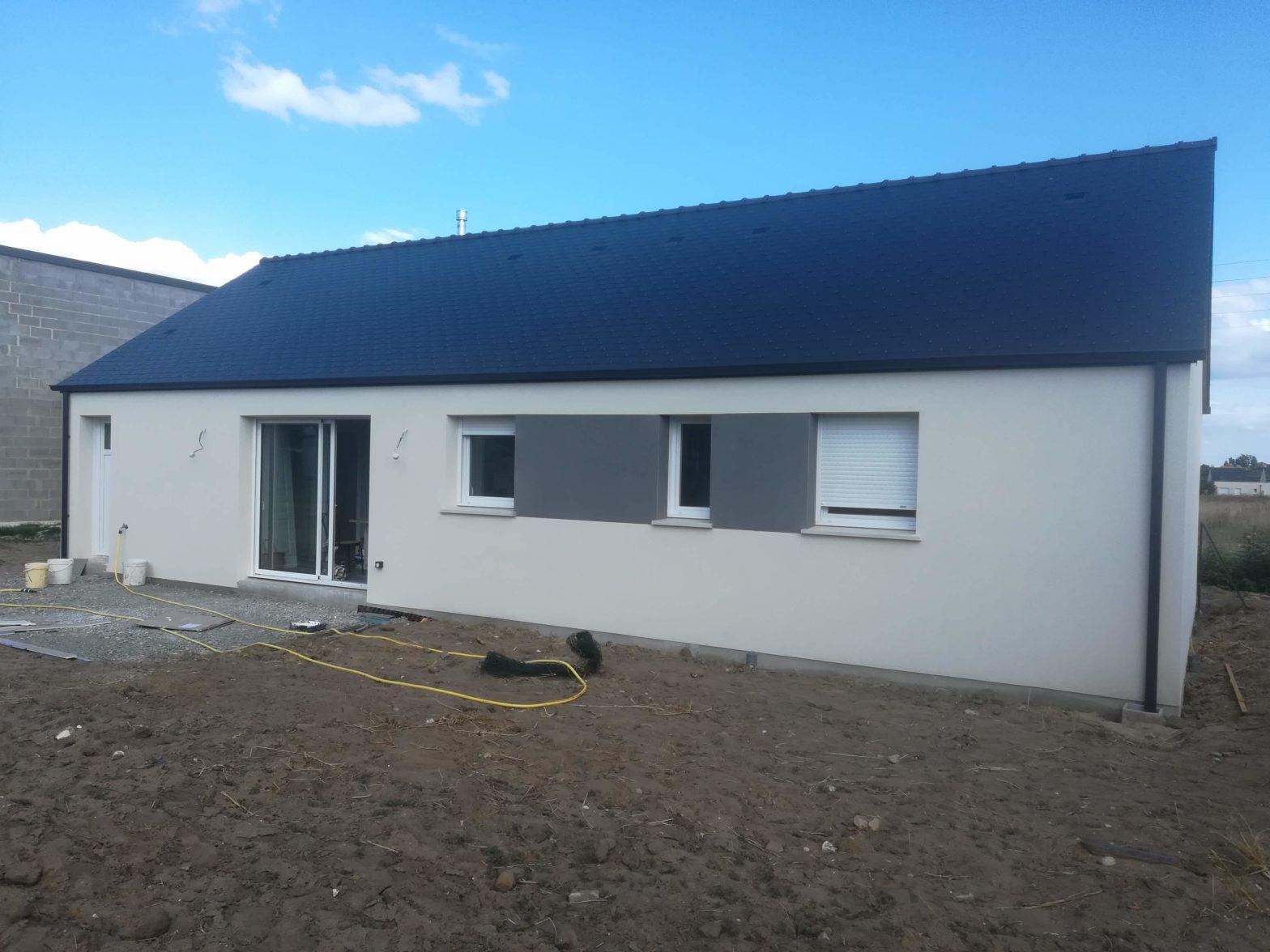 maison-plain-pied-toiture-ardoise-brissac-quince-49320